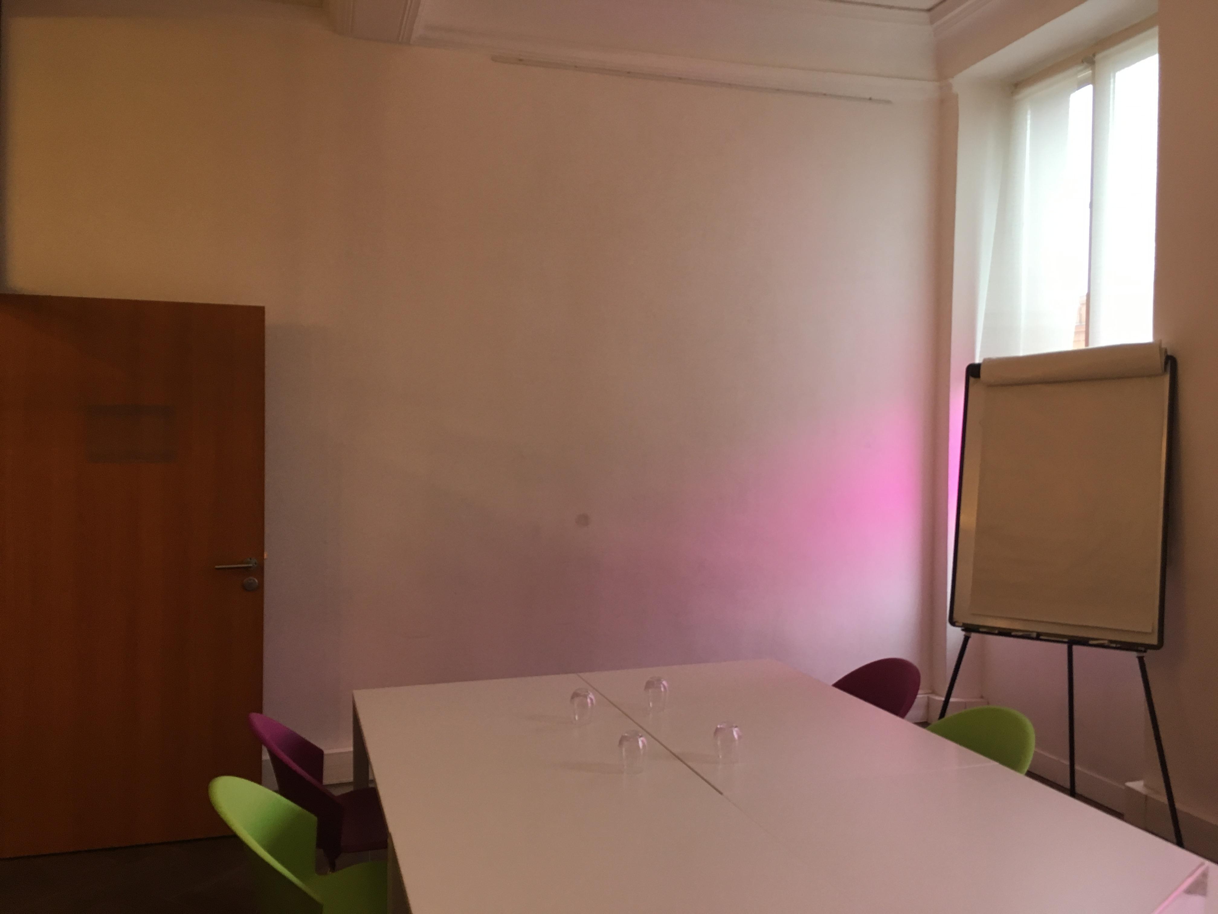 Le mur Velleda à droite permet d'écrire sur tout le pan de mur